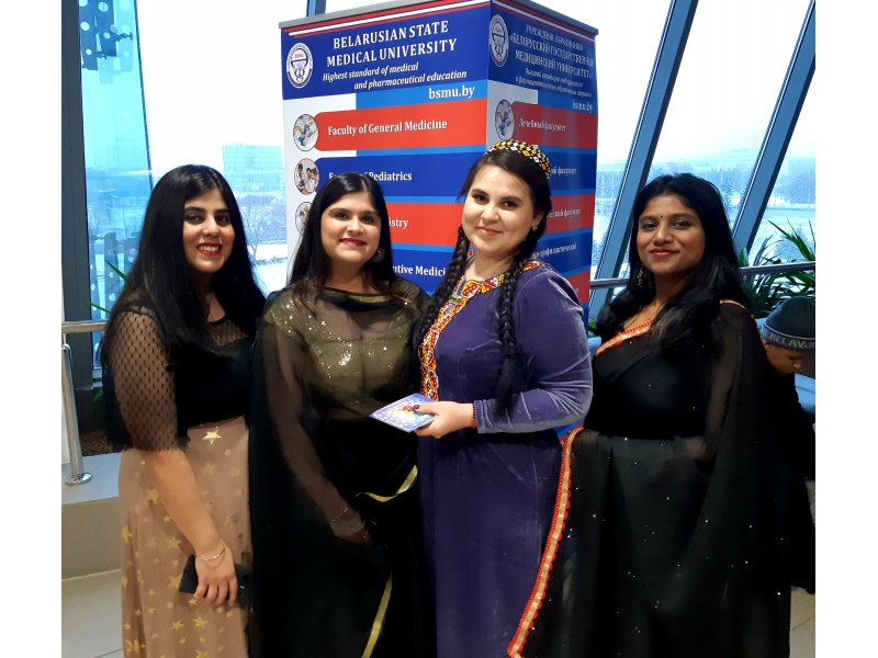 Студентки из Туркменистана и Индии