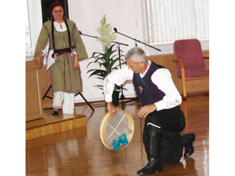 Традиционный мужской танец с таччой.